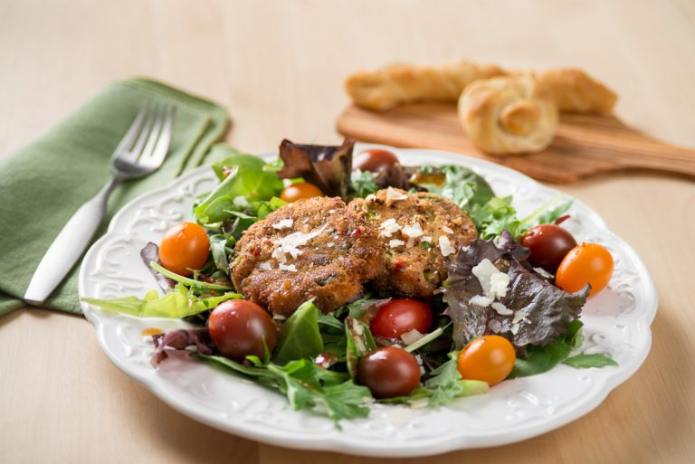 cajun-salad-with-mackerel-cakes