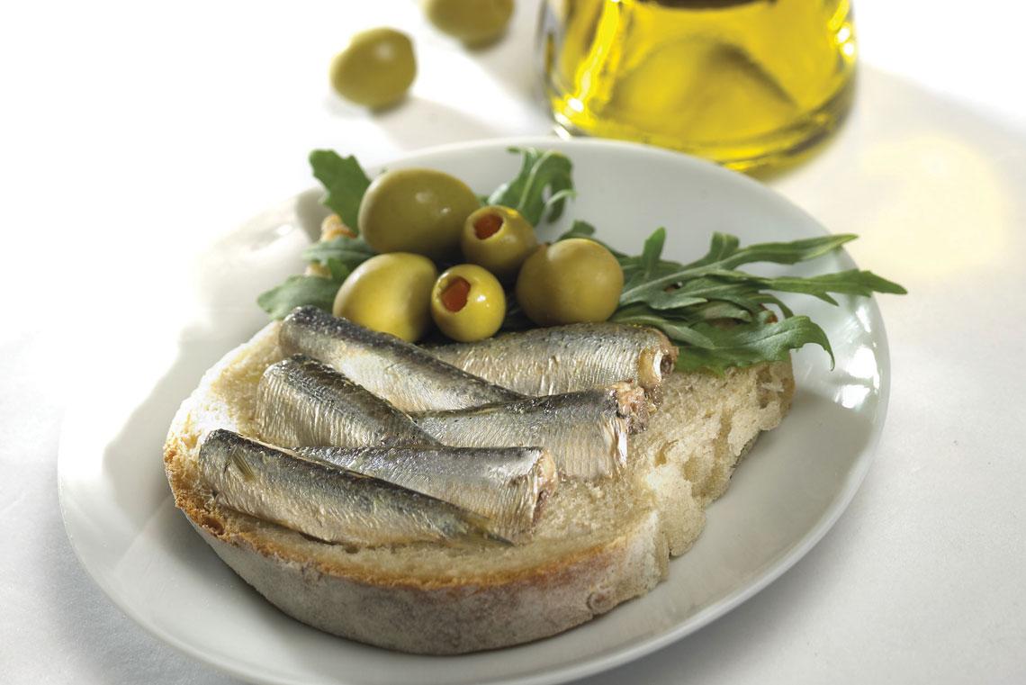 Simple sardine sandwich recipe king oscar for Sardine lunch ideas
